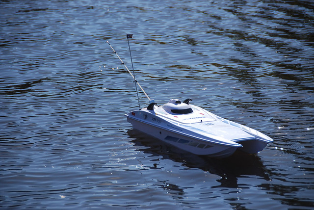 Fishing rc boat flickr photo sharing for Rc boat fishing