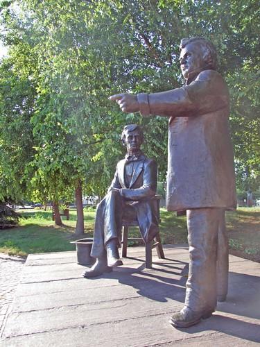 Lincoln - Douglas Statues