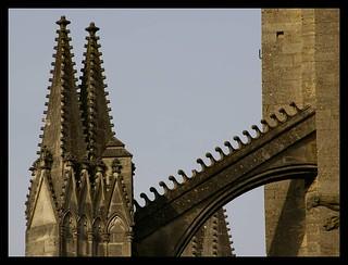 Image of Cathédrale Saint-Gatien. cathédrale tours arcboutant