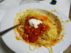 produce(0.0), bucatini(1.0), spaghetti(1.0), pasta(1.0), bolognese sauce(1.0), food(1.0), dish(1.0), carbonara(1.0), cuisine(1.0),