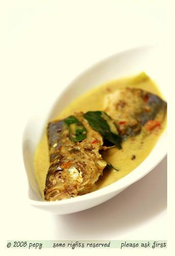 Acehnese mackerel curry gulai ikan kembung khas aceh for J j fish chicken milwaukee wi
