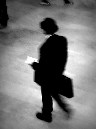 Man on the suit   /   El señor del traje