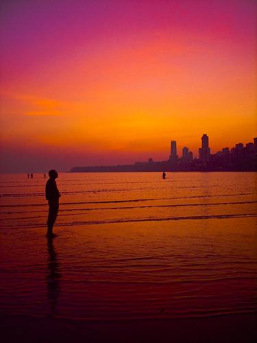 cameraphone pink red sea people orange india beach water colors reflections silhouettes maharashtra lowtide mumbai lightroom twlight chowpatty girgaum abigfave aplusphoto imobile902