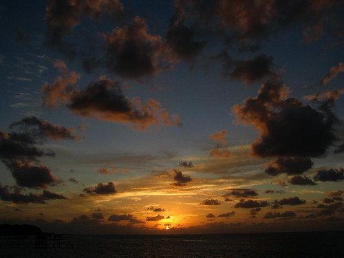 sunset grateful roatan crazyclouds explored shuttersisters hondurasbayislands vosplusbellesphotos onewordfebruary