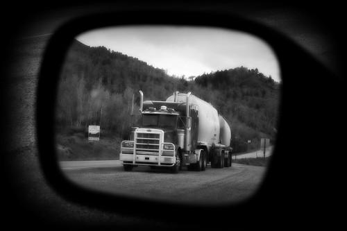 tractor reflection train truck mirror spring view pneumatic rear reservoir semi idaho tanker palisades peterbilt 379 theperfectphotographer