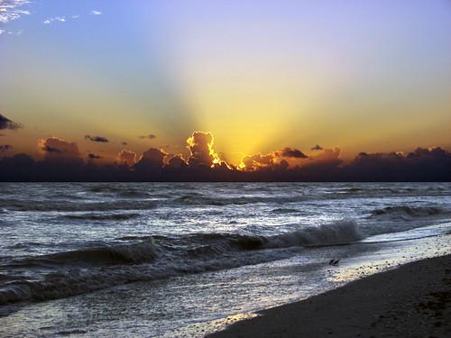 ocean blue sunset sea sky orange usa sun beach gulfofmexico colors yellow night clouds reflections sand surf tramonto waves sonnenuntergang gulf florida cloudy sony horizon shoreline sparkle pôrdosol shore sanibelisland sinking outlined sunray paintedsky breaking shimmer puestadelsol coucherdusoleil dsch2 regionwide