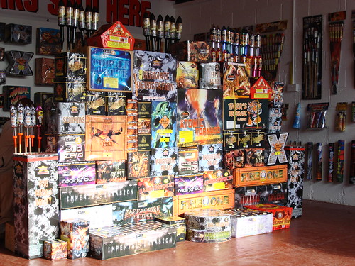 Epic Fireworks - Ultimate Bonfire DIY Display Pack - Love Thy Neighbour