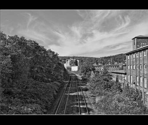 bw canon traintracks handheld coop hdr xsi fitchburg 3exp 450d thruthefence