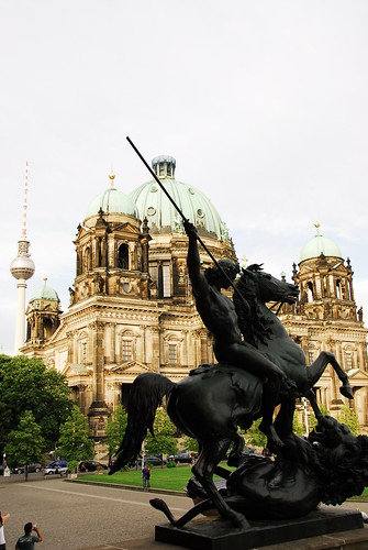 berliner dom (background)