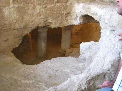 (報喜堂( 古代猶太人的家)) 在這個洞中,考古學家真的找到了一些用來綁住牛羊的位置