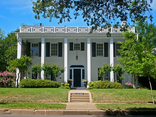 Southern colonial style house berkeley place a photo on for Southern architectural styles