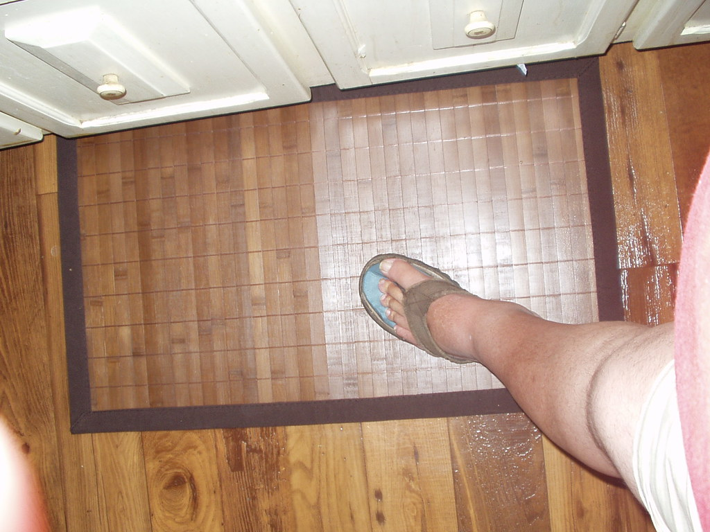 New floor mat for kitchen sink area. (365/51) | Does my leg ...