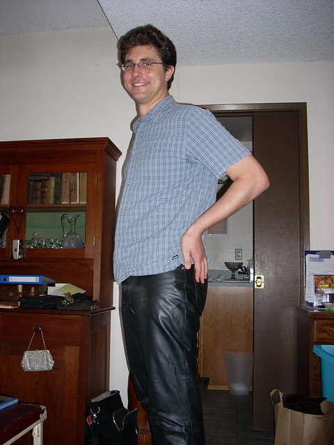 Bulges in Trousers http://www.flickr.com/photos/30039895@N03/2809863667/