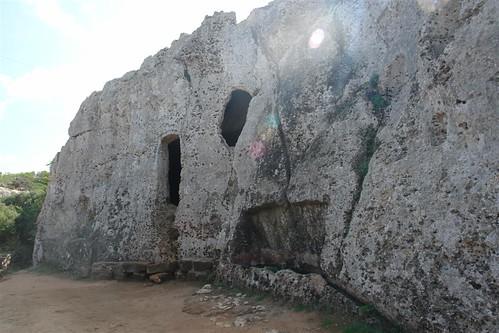 Necrópolis de Cala Morell menorca - 2906848855 f3a6a4b857 - Menorca, isla de misterios arqueológicos