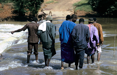 Walking through river. Mali. Photo: © Curt Carnemark / World Bank