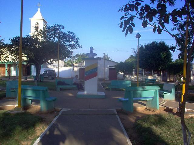 plaza bolivar de chameta (1)
