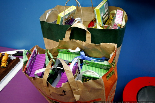 gift bags for departing partygoers    MG 3229