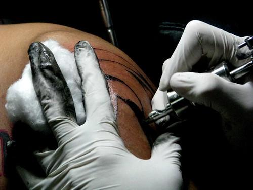 King tattoo beware tattoos and pierced transmit hepatitis for Tattoos and hepatitis