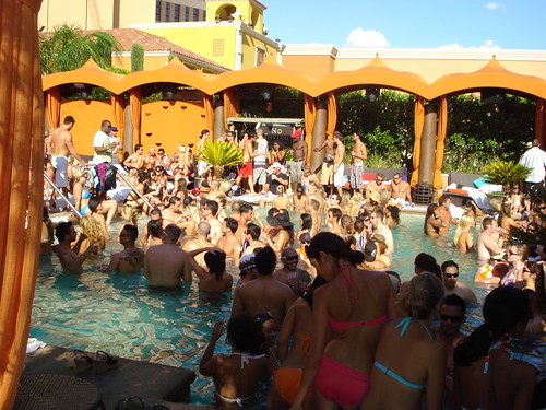 vegas-pool-parties-2014