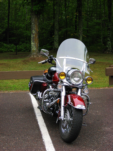 road wisconsin king harley harleydavidson motorcycle vehicle headlight windshield roadking