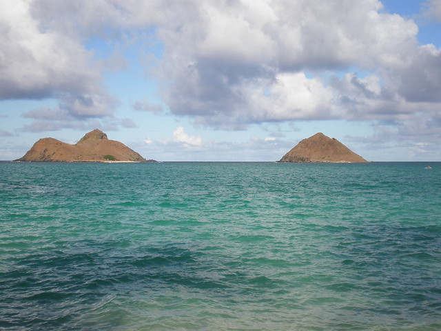 Mokulua from Lanikai Beach, Oahu Hawaii by Joel Abroad, on Flickr