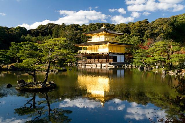 The golden pavilion 金閣寺