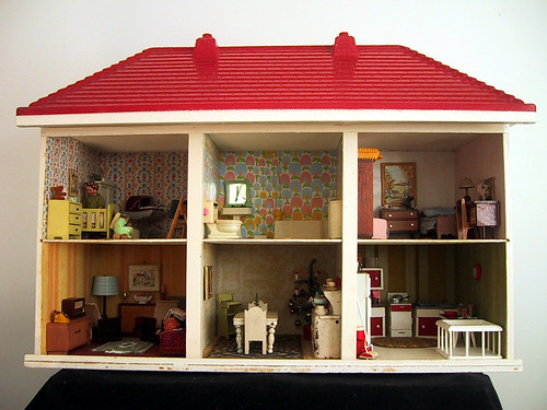 Vintage Triang dolls house 2