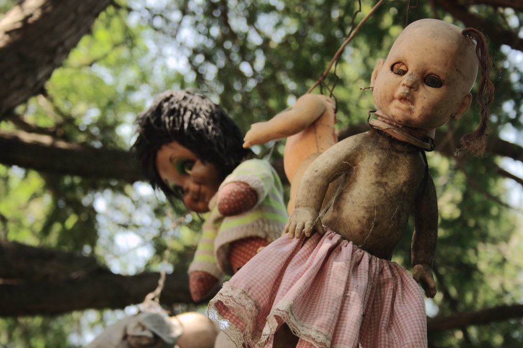 I see dead dolls ...