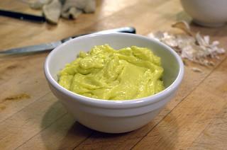 Alioli, salsa hecha a base de aceite de oliva y ajo