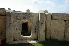 bunker(0.0), building(0.0), monolith(0.0), fortification(0.0), wall(1.0), megalith(1.0), ruins(1.0), rock(1.0),