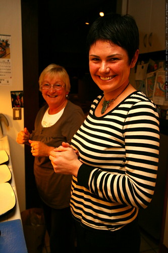 rachel teaching grandma jennie the recipe for bangers and mash   IMG 1280