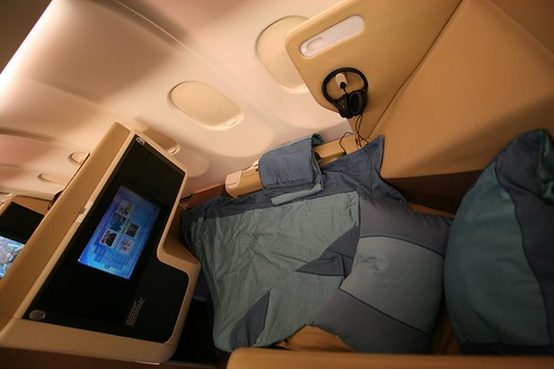 seat feature:flat bed