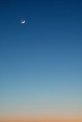 blue sky orange moon lune mond nikon himmel céu luna minimal ciel cielo lua paulo 空 hemel 天空 maan 月 небо 月亮 луна 하늘 nikkor1870 سماء قمر φεγγάρι 달 d80 brandao platinumphoto diamondclassphotographer flickrdiamond ουρανόσ paulobrandao