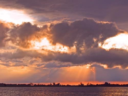 sunset sky usa sunlight lake nature water clouds outdoors colorful unitedstates florida south northamerica sunbeams southernunitedstates lakemarian kenansville scoreme38 osceolacounty