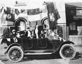 Mrs Rose Splatt and family celebrating the Armistice, Melbourne, 1919 / unknown photographer