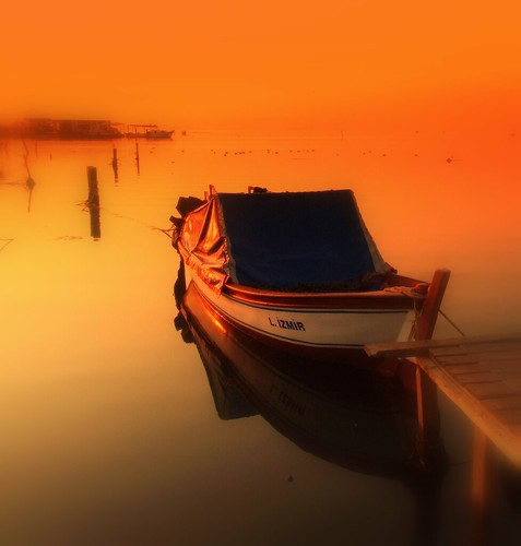 reflection sunrise turkey pier boat gulf türkiye picasa deniz iskele soe sandal izmir turkei gündoğumu supershot körfez topseven abigfave mavişehir izmirgulf izmirkörfezi damniwishidtakenthat seayansıma bestcapturesaoi elitegalleryaoi