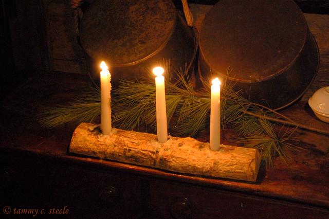 Old fashioned christmas decorations burritt museum for Old fashioned country christmas decorating ideas