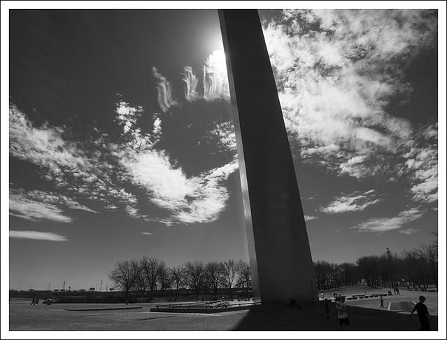 Gateway Arch 2014-03-11 2 BW