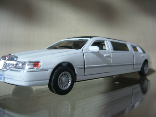 lincoln town car photo
