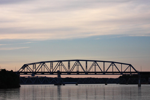 bridge sunset sky usa canon river mississippi eos mo missouri mississippiriver hannibal canon70200f4l canonef70200mmf4lusm 40d canoneos40d camera:lens=canonef70200mmf4lusm