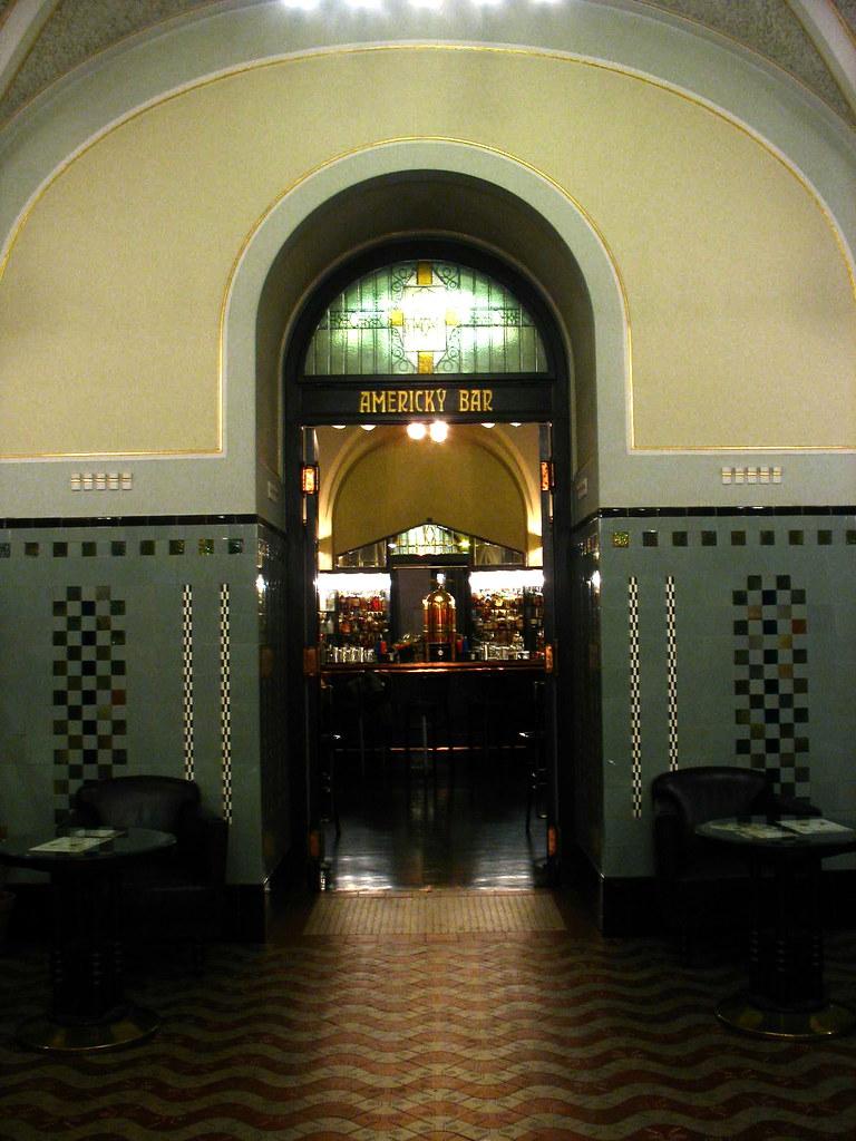 American Bar, Obecni Dum