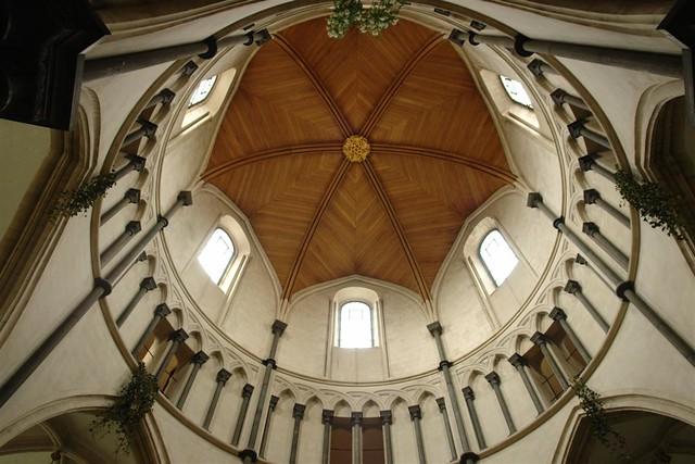 Cúpula de la zona redondeada de la iglesia, construida por los templarios para imitar la forma de la iglesia del Santo Sepulcro en Jerusalem La iglesia del Temple de Londres y sus historia de Templarios - 2964270400 9c02f0daf7 z - La iglesia del Temple de Londres y sus historia de Templarios
