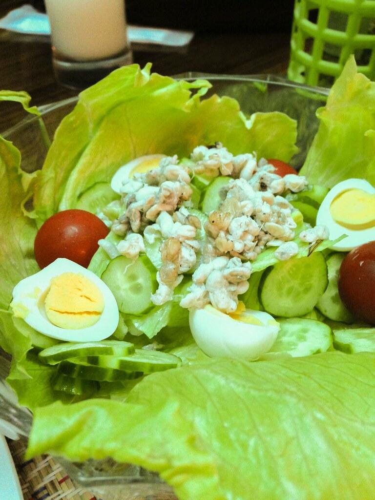 蟻の卵のサラダ