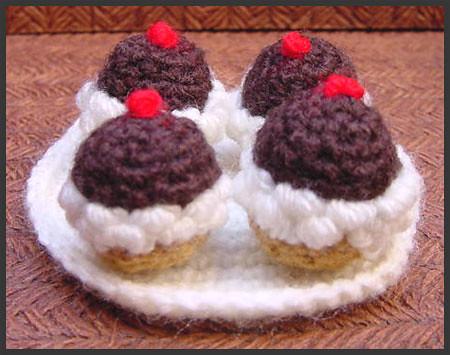 ~ Dly's Hooks and Yarns ~: ~ a cupcake ~ - blogspot.com