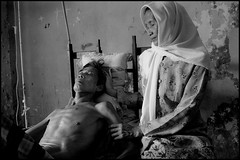zoriah_photojournalist_war_photographer_AIDS_in_asia_20041208_0212