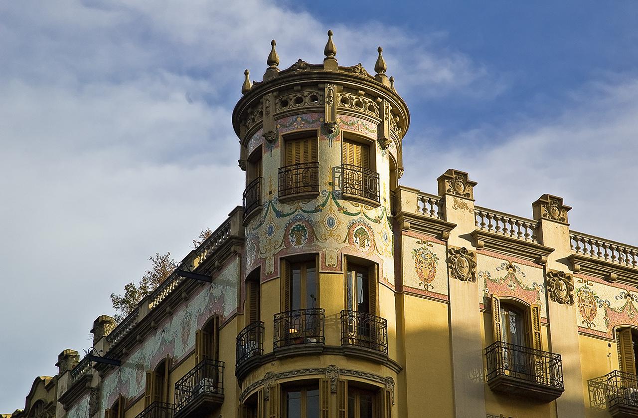 barcelona photoblog modernist yellow building at aribau 179 barcelona. Black Bedroom Furniture Sets. Home Design Ideas