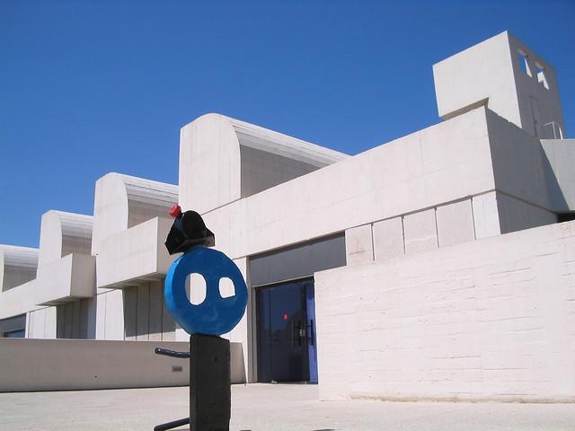 Fundació Joan Miró, Barcelona by Flickr user ganymedes1985