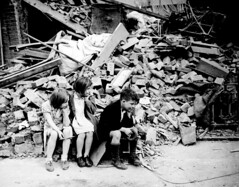 [Free Images] Wars, Children - Little Girls, Children - Little Boys, Landscape - United Kingdom, World War II, Black and White ID:201112130000