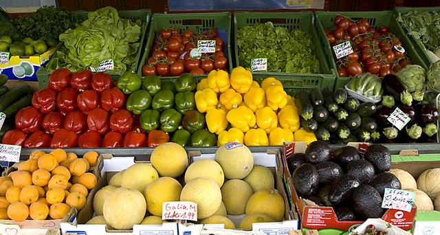 Photo:Obst- und Gemüsestand am Nordbad in München - Schwabing By:digital cat 