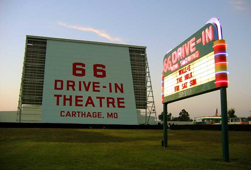 America 39 s last drive in movie theatres for Drive in movie theaters still open